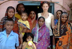 Ashley in India. Courtesy: www.psi.org